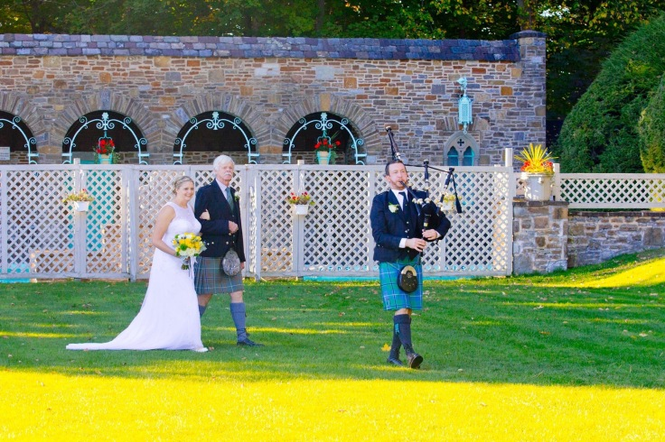 There's nothing like being piped in to your wedding!